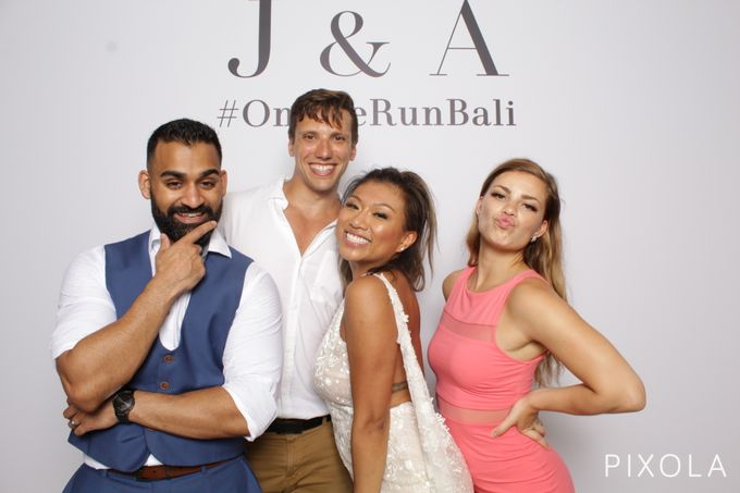 Justine & Aaron by PIXOLA Photo Booth - 032