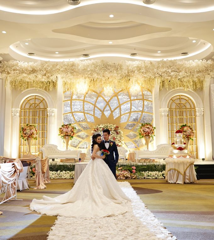 Erwin & Gita Wedding by evelingunawijaya - 003