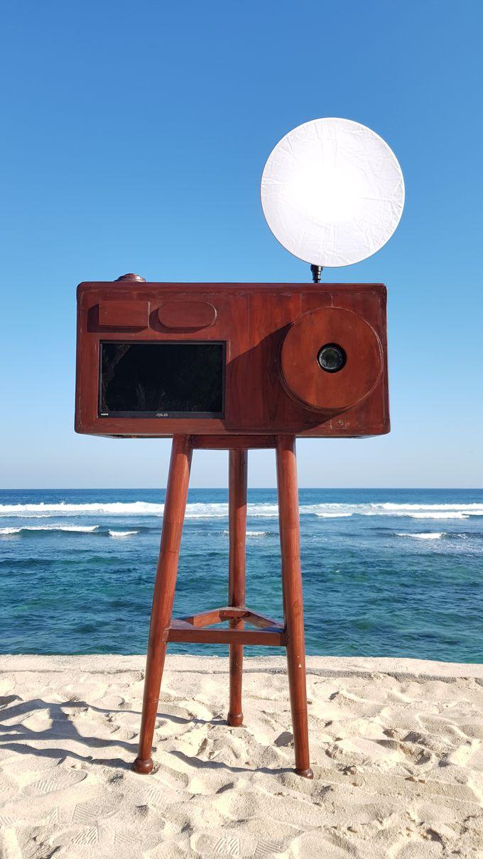 Vintage Camera Photo Booth Kiosk by Bali Shooting Stars - 001