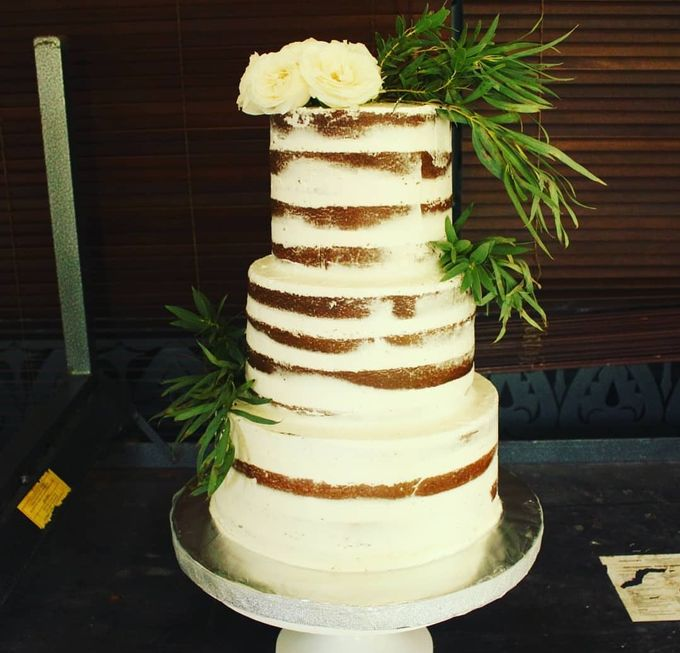 The Wedding Cake Of Agus & Citra by Moia Cake - 002
