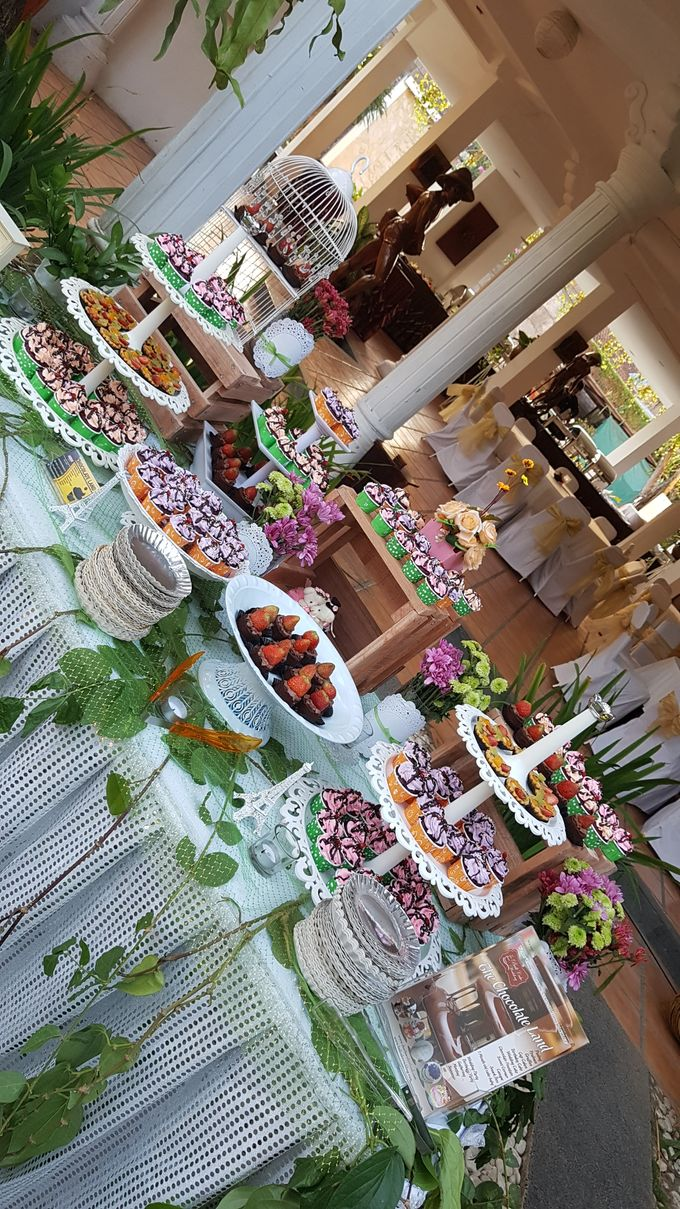 Wedding Cake and Sweet Corner For Balinese Wedding by The Chocolate Land - 012