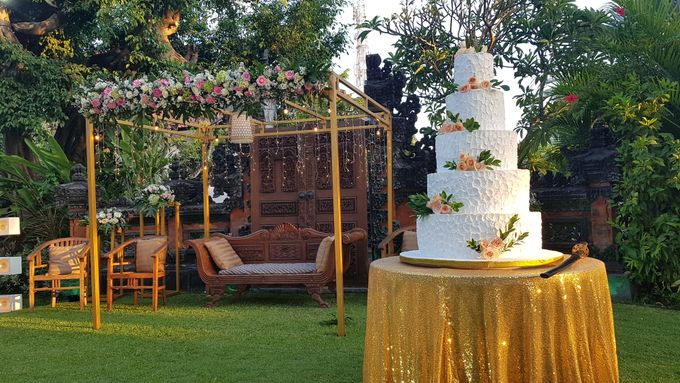 Wedding Cake and Sweet Corner For Balinese Wedding by The Chocolate Land - 010