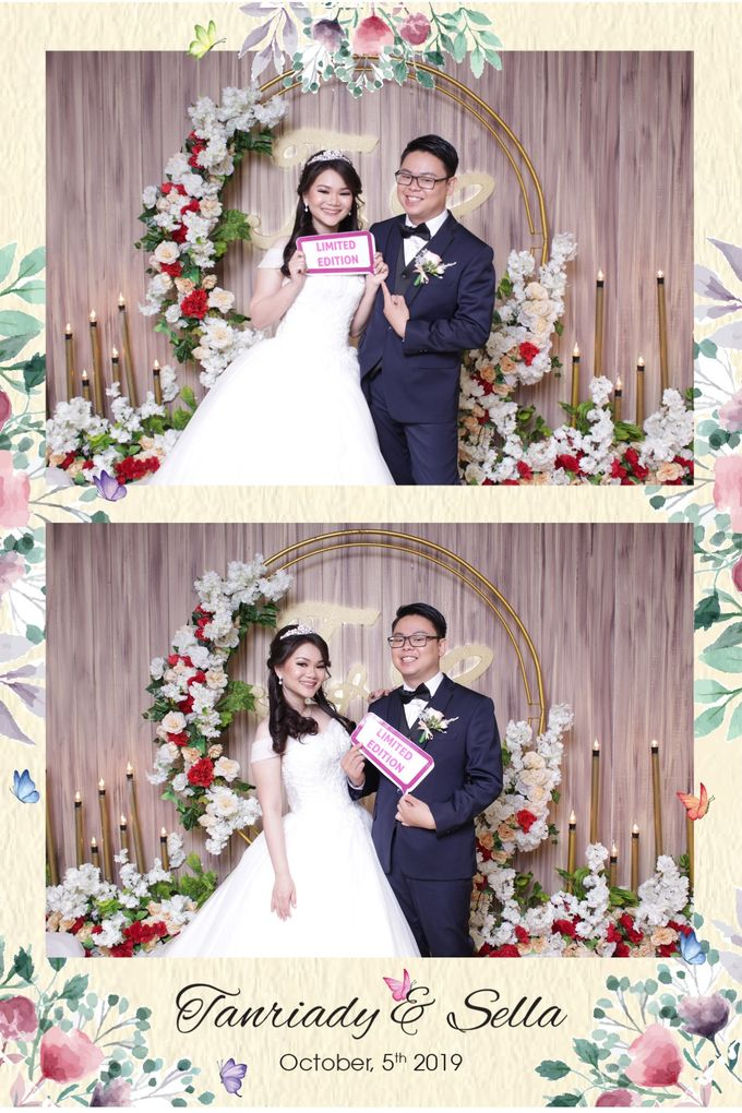 WEDDING TANRIADY & SELLY  - Photo Collage by Snapshot Photobooth - 001