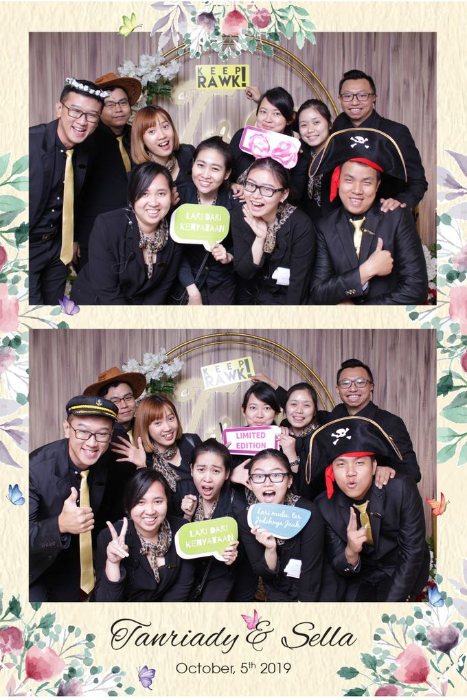 WEDDING TANRIADY & SELLY  - Photo Collage by Snapshot Photobooth - 004