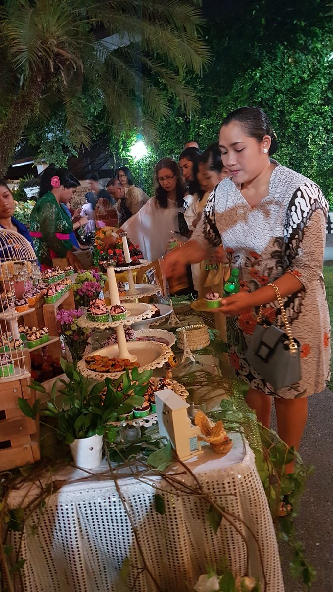 Wedding Cake and Sweet Corner For Balinese Wedding by The Chocolate Land - 001