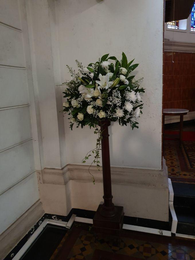 Decoration At Santa Maria Juanda Chapel by nanami florist - 002