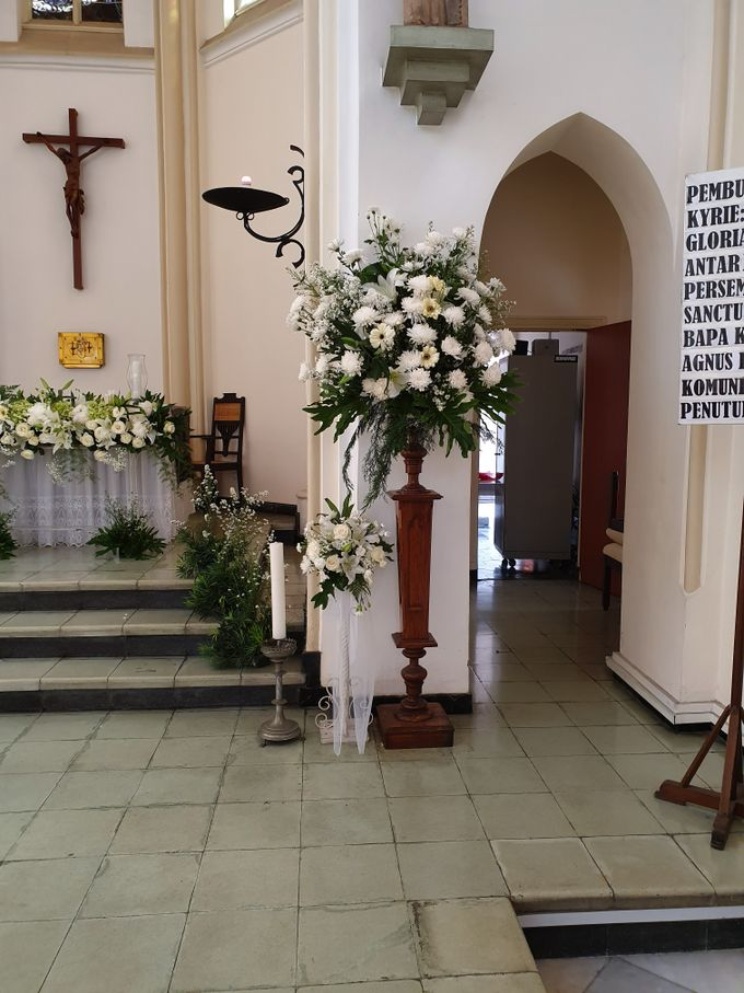 Weddingdecoration At Santaursulachapel by nanami florist - 004