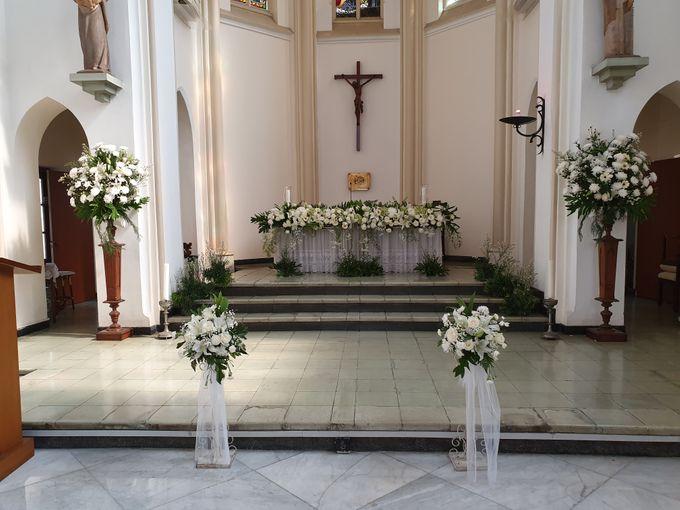 Weddingdecoration At Santaursulachapel by nanami florist - 001