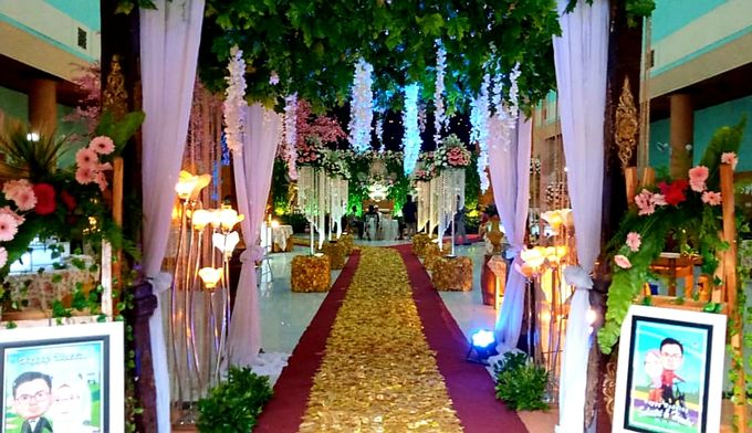 The Wedding Of Lastry & Hendry - Bohemian Rustic by Dirasari Catering - 015