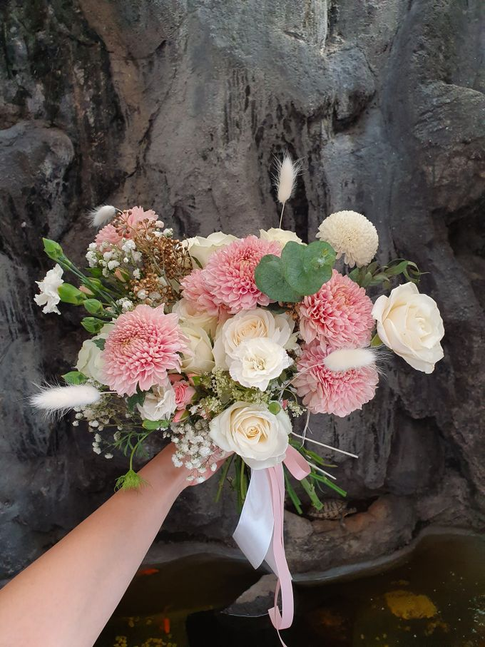 Handbouquet by nanami florist - 002