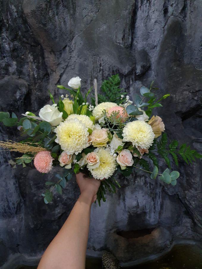 Handbouquet by nanami florist - 001