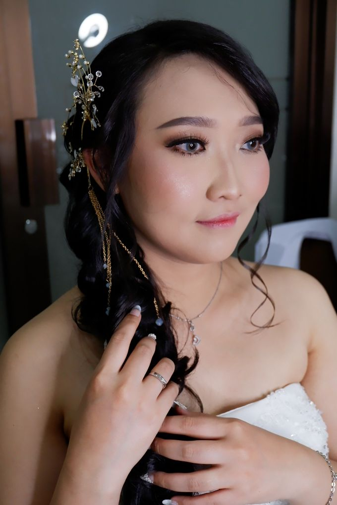 Natural Wedding Makeup 2019 by AngeLin Bridal - 016
