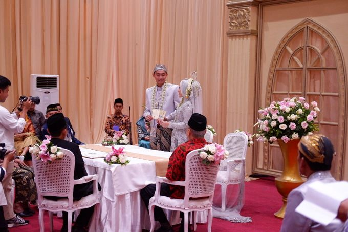 Ayu & Turas Wedding by HENRY BRILLIANTO - 020