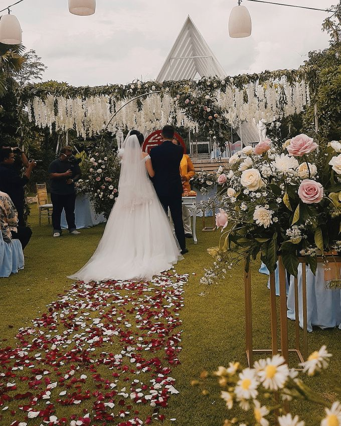 The Wedding of Supendi & Ferina by Miracle Wedding Bali - 037