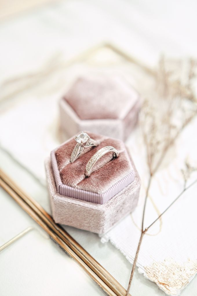 Velvet Ring Box (Hexagon) without monogram by Box Of Love - 001