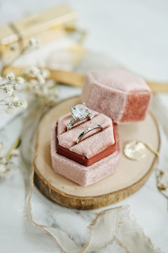Velvet Ring Box (Hexagon) without monogram by Box Of Love - 005