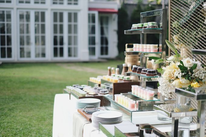 Intimate Wedding At The Manor Andara by Medina Catering - 011