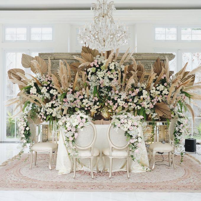Intimate Wedding At The Manor Andara by Medina Catering - 008