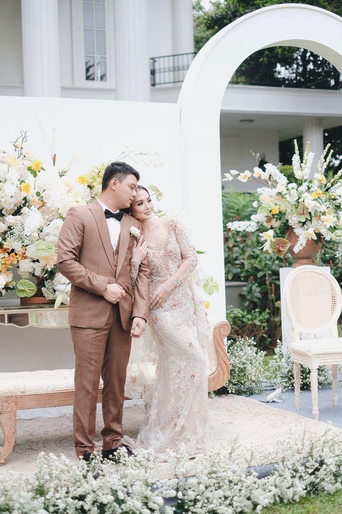 Intimate Wedding At The Manor Andara by Medina Catering - 023