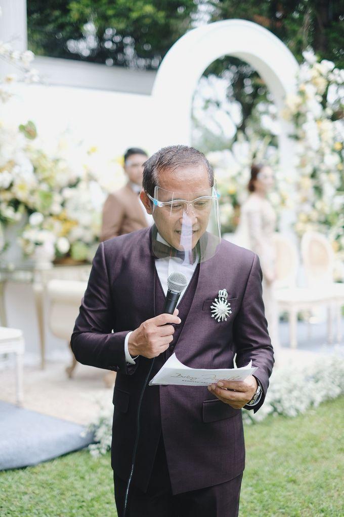 Intimate Wedding At The Manor Andara by Medina Catering - 030