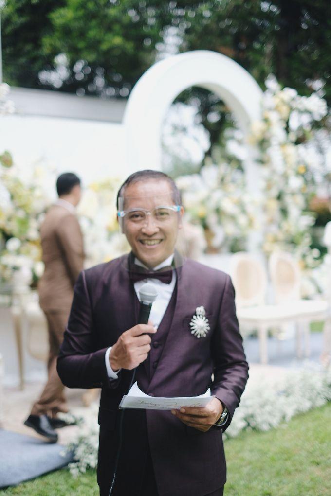 Intimate Wedding At The Manor Andara by Medina Catering - 018