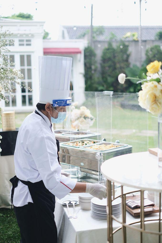 Intimate Wedding At The Manor Andara by Medina Catering - 003
