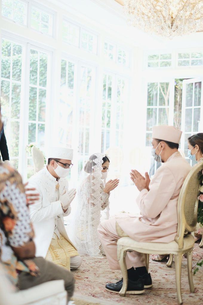 Intimate Wedding At The Manor Andara by Medina Catering - 012