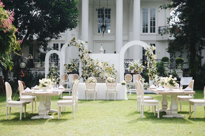 Intimate Wedding At The Manor Andara by Medina Catering - 039