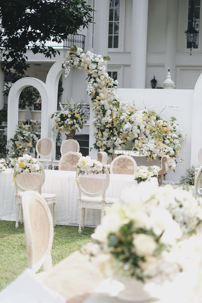Intimate Wedding At The Manor Andara by Medina Catering - 014