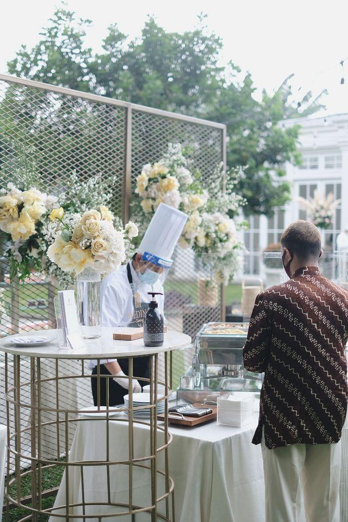 Intimate Wedding At The Manor Andara by Medina Catering - 033