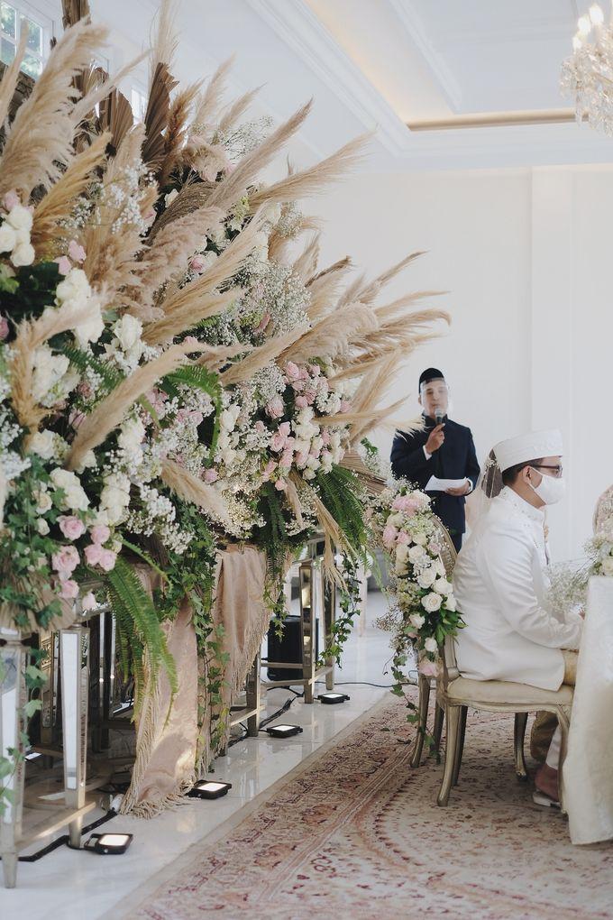 Intimate Wedding At The Manor Andara by Medina Catering - 032