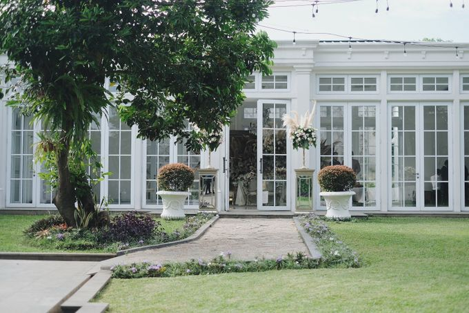 Intimate Wedding At The Manor Andara by Medina Catering - 040