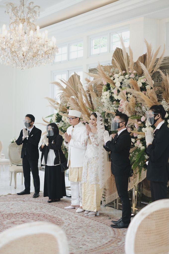 Intimate Wedding At The Manor Andara by Medina Catering - 006