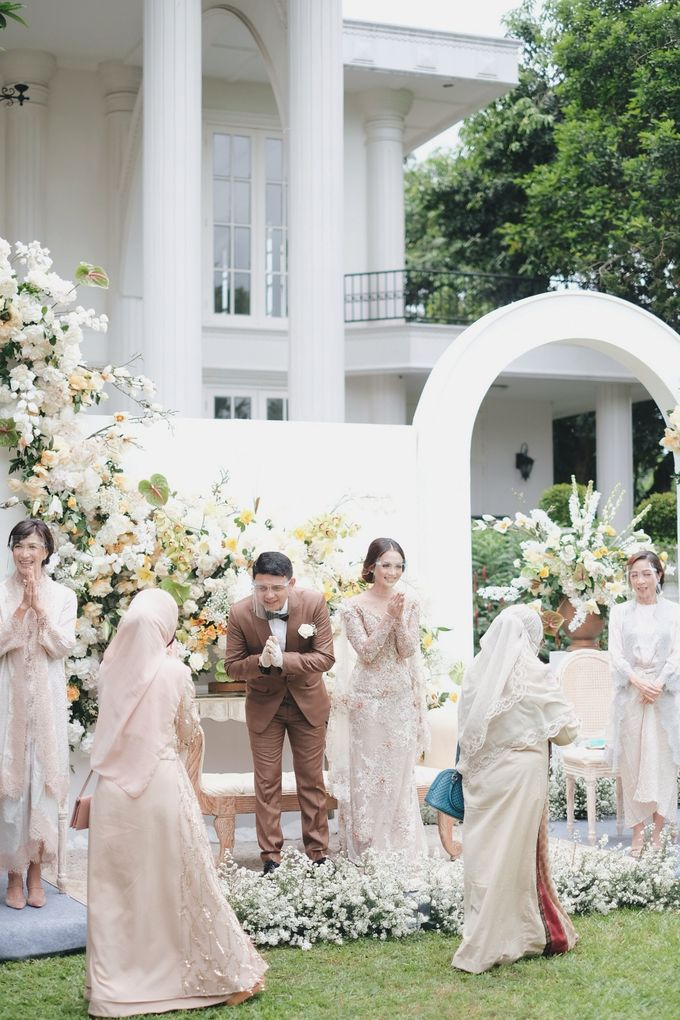 Intimate Wedding At The Manor Andara by Medina Catering - 025