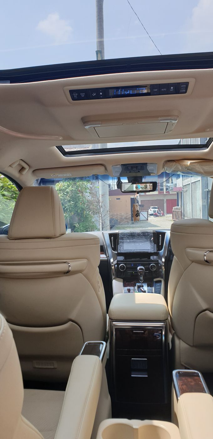 Interior by Bubu Wedding Car - 005