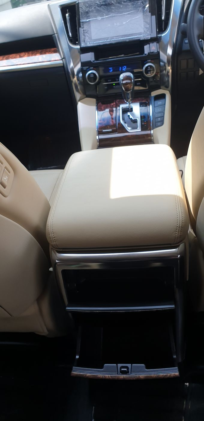 Interior by Bubu Wedding Car - 009