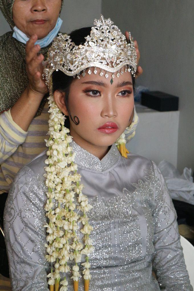 Reception Night Siger Sunda Wedding Makeup by Hana Gloria MUA - 006