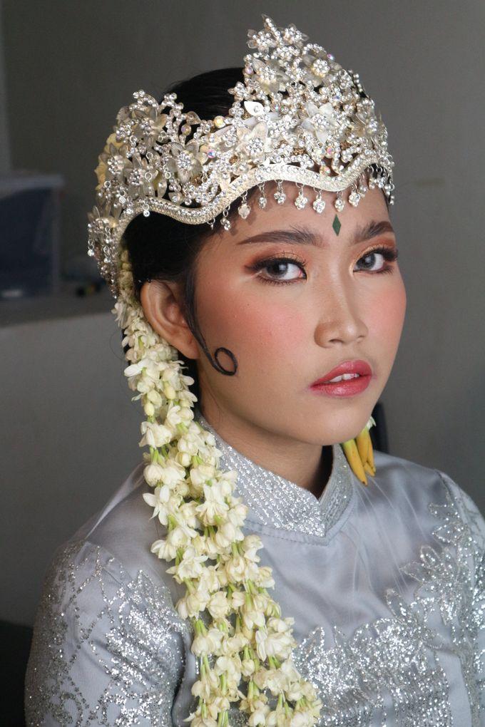 Reception Night Siger Sunda Wedding Makeup by Hana Gloria MUA - 001