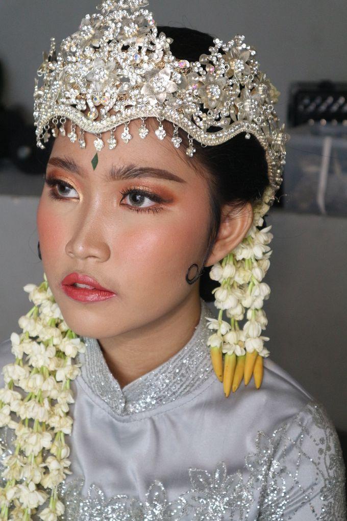 Reception Night Siger Sunda Wedding Makeup by Hana Gloria MUA - 005