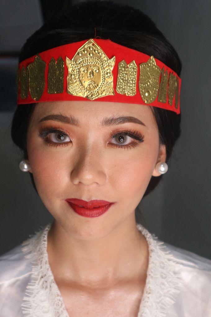 Traditional Adat Wedding Makeup Looks by Hana Gloria MUA - 002