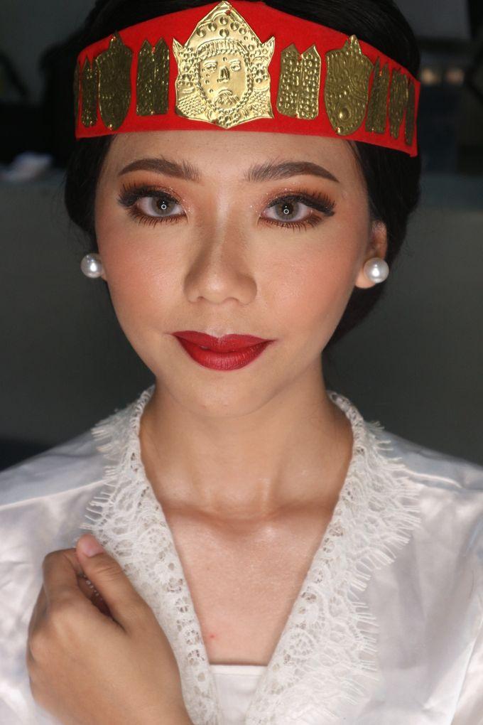 Traditional Adat Wedding Makeup Looks by Hana Gloria MUA - 003