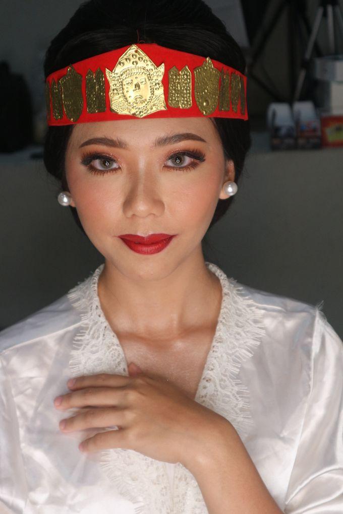 Traditional Adat Wedding Makeup Looks by Hana Gloria MUA - 006