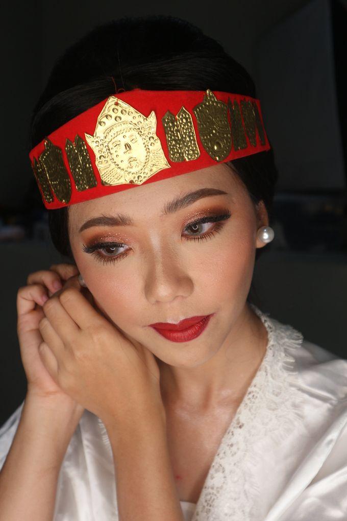 Traditional Adat Wedding Makeup Looks by Hana Gloria MUA - 007