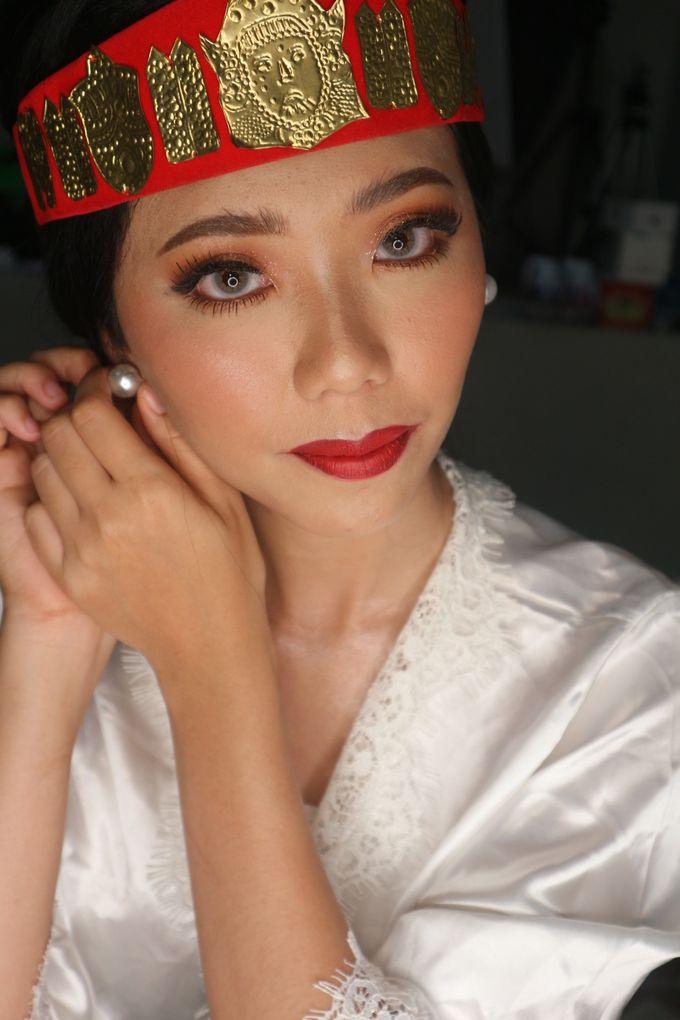 Traditional Adat Wedding Makeup Looks by Hana Gloria MUA - 009