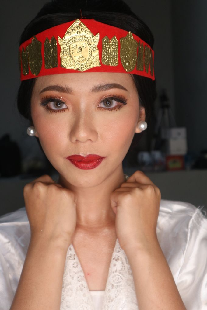 Traditional Adat Wedding Makeup Looks by Hana Gloria MUA - 008