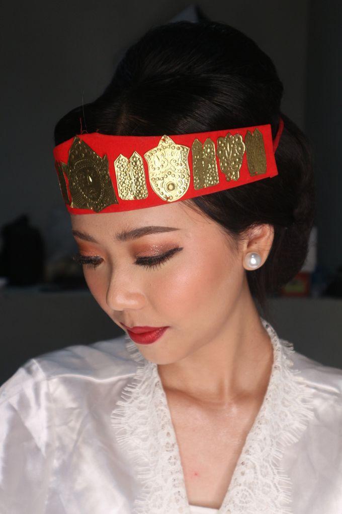 Traditional Adat Wedding Makeup Looks by Hana Gloria MUA - 004