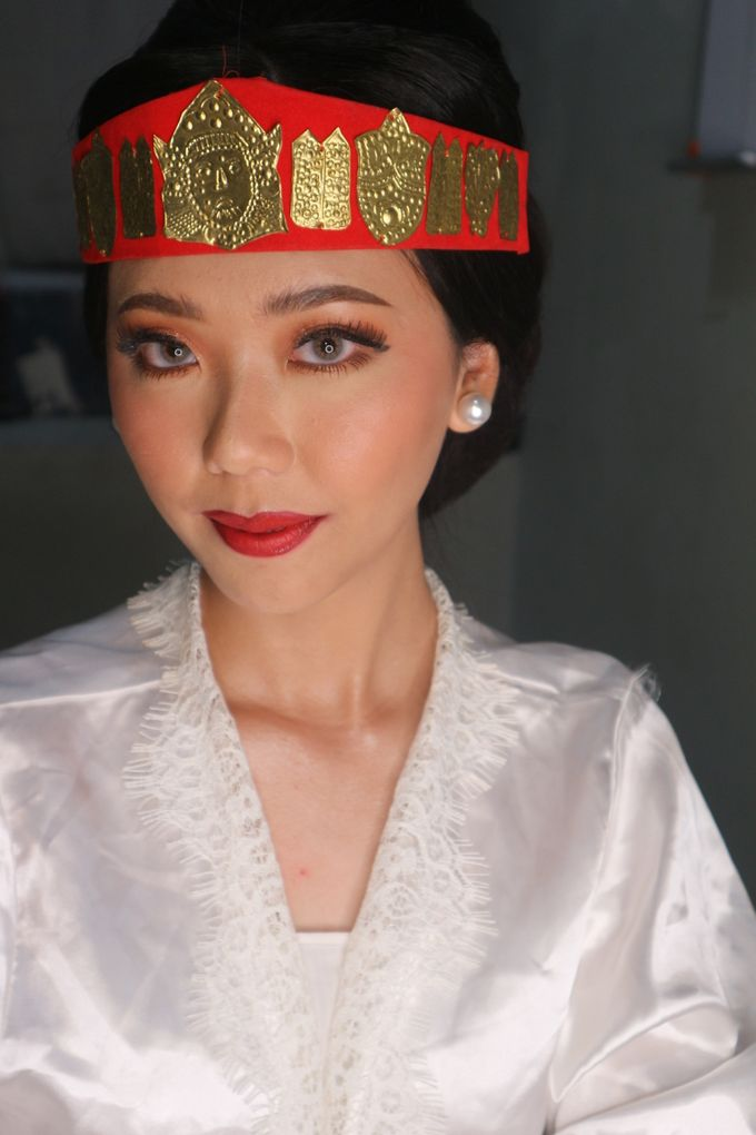 Traditional Adat Wedding Makeup Looks by Hana Gloria MUA - 001