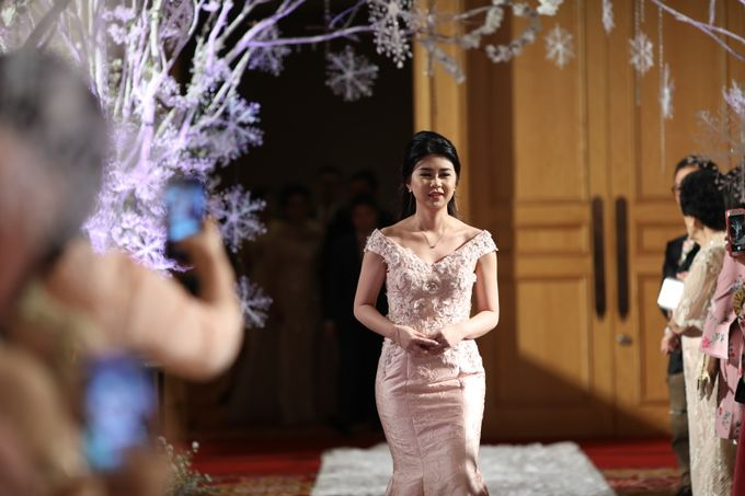 Family Dresses For Engagement & Wedding Of Citro & Bragita by Eliana Andrea - 004