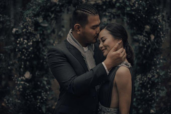 PRE - WEDDING EDWIN & YOMEDIKA BY RIO YAPARI by All Seasons Photo - 020