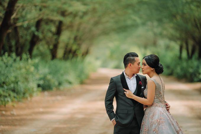 PRE - WEDDING ARA & OLIVIA BY HENOKH WIRANEGARA by All Seasons Photo - 021